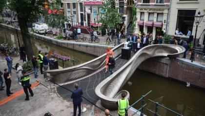 World premiere: Queen Máxima opens first 3D printed steel bridge
